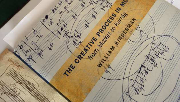 Verschollene Mozart-Sonate in Bibliothek entdeckt (Bild: AFP/AFP ATTILA KISBENEDEK)