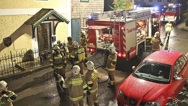Großeinsatz der Feuerwehr bei der Schaup-Villa in St. Gilgen. (Bild: MARKUS TSCHEPP)