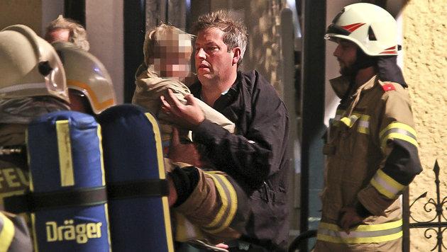 Bewohner wurden von dem Brand überrascht, konnten sich aber noch rechtzeitig in Sicherheit bringen. (Bild: MARKUS TSCHEPP)