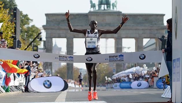 Kenianer Kimetto läuft Marathon in 2:02:57 Stunden (Bild: APA/EPA/Rainer Jensen)