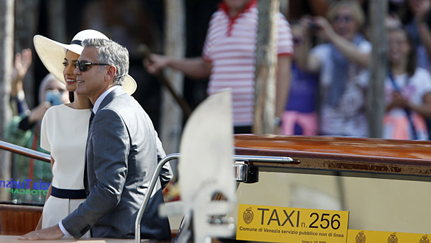 Jetzt ist Amal offiziell Mrs. Clooney. (Bild: AP)