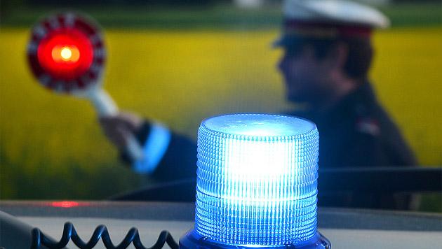 Polizist beinahe von Raser ohne Schein überfahren (Bild: APA/BARBARA GINDL (Symbolbild))