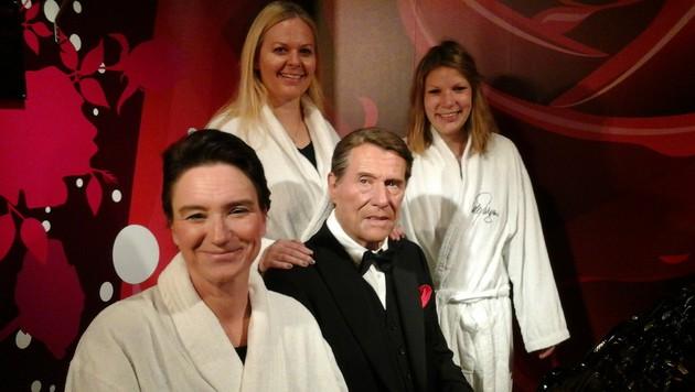 Madame Tussauds meldete einen Aufmarsch in Bademänteln mit Musik von Udo-Jürgens-Hits als Demo an. (Bild: Madame Tussauds Wien)