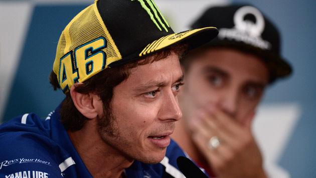 Valentino Rossi hat Spital eigenmächtig verlassen (Bild: AP/Manu Fernandez)