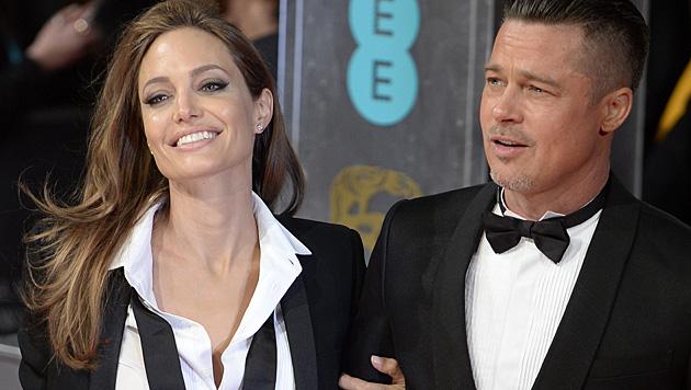 Zur Hochzeit bekam Brad Pitt von Angelina Jolie eine Uhr im Wert von drei Millionen Dollar. (Bild: APA/EPA/FACUNDO ARRIZABALAGA)