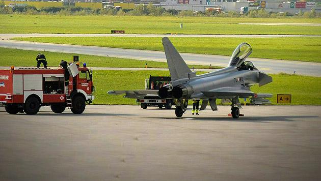 Auch das noch: Eurofighter-Notlandung in Innsbruck (Bild: APA/ZEITUNGSFOTO.AT/DANIEL LIEBL)