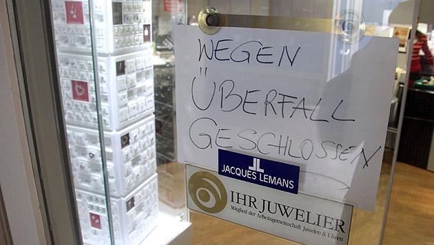 Bewaffnetes Trio überfällt Wiener Juweliergeschäft (Bild: Andi Schiel)