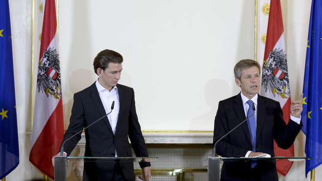 Sebastian Kurz und Josef Ostermayer (Bild: APA/HERBERT NEUBAUER)