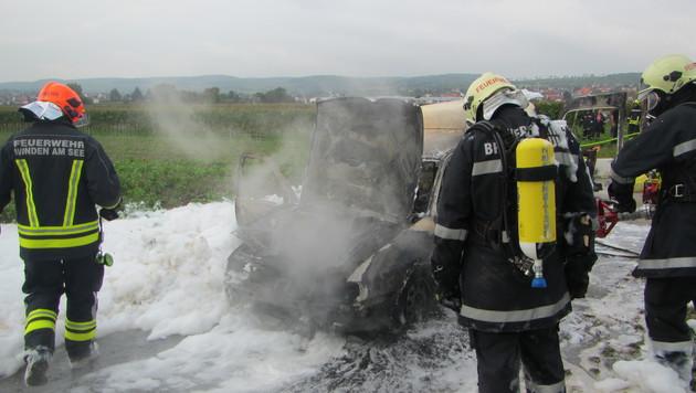 Munition am Beifahrersitz hatte zu brennen begonnen. (Bild: FF Breitenbrunn)