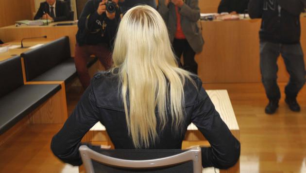 Die 16-Jährige schwieg vor Gericht. (Bild: APA/ELMAR GUBISCH)