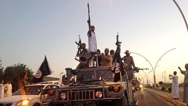 IS-Schergen in Mossul (Bild: AP)