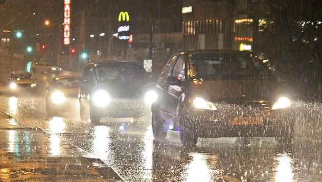 Die Sterneckstraße stand unter Wasser. (Bild: MARKUS TSCHEPP)