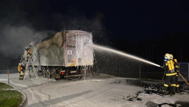 Die Einsatzkräfte konnten das Feuer schnell unter Kontrolle bringen. (Bild: Einsatzdoku.at)