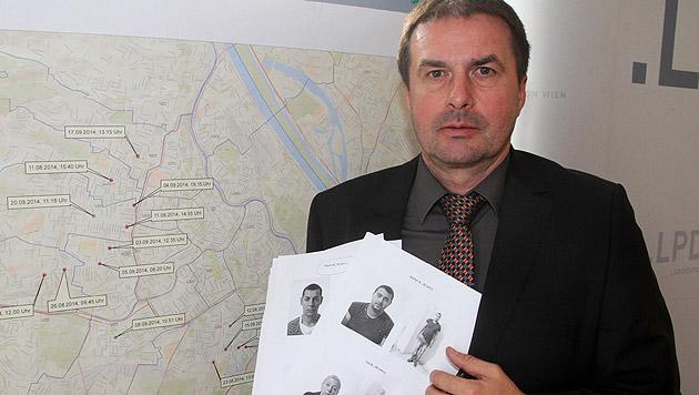 Oberstleutnant Robert Klug mit den Bildern der Täter (Bild: Andi Schiel)