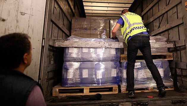 Stichprobenartig wurden Lkws aus dem Verkehr gezogen und untersucht. (Bild: APA/GEORG HOCHMUTH)