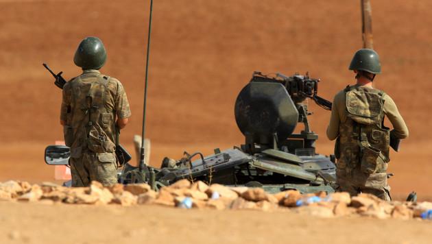 Türkische Soldaten im türkisch-syrischen Grenzgebiet (Bild: AP)