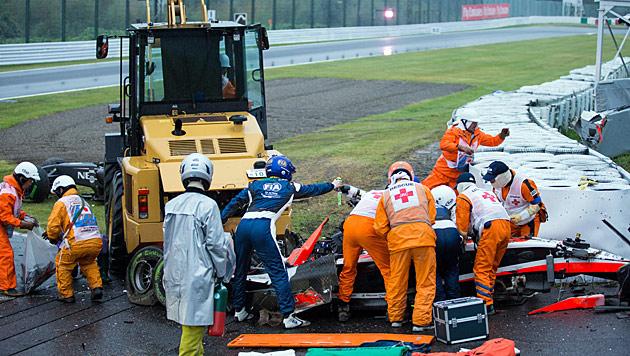 Die tragischen Szenen am Unfallort in Suzuka (Bild: APA/EPA)