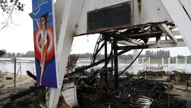 Feuer zerstört erneut zwei Lokale auf Copa Cagrana (Bild: Martin Jöchl)