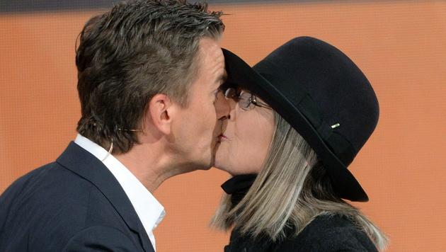 Diane Keaton und Markus Lanz (Bild: APA/EPA/Hendrik Schmidt)