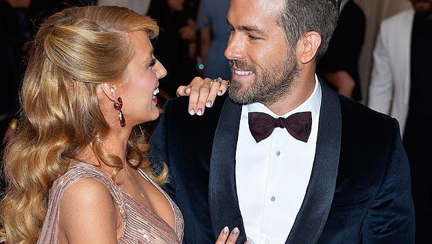 Blake Lively und Ryan Reynolds schweben im Glück. (Bild: EPA)
