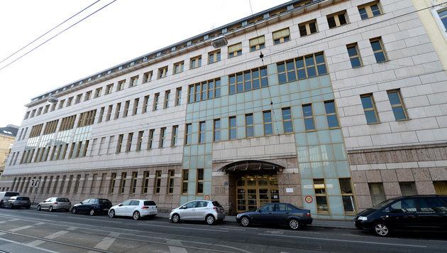 Das neue Übergangsquartier für Asylwerber in Wien im ehemaligen Universitätssportinstitut (Bild: APA/ROLAND SCHLAGER)