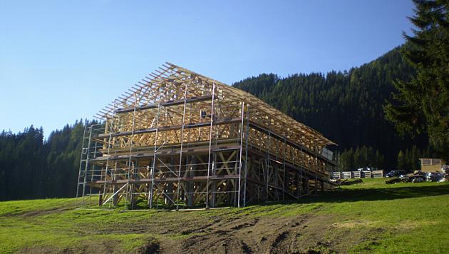 Dieses Holzhaus soll beim 007-Dreh in die Luft gesprengt werden. (Bild: krone.at-Leserreporter)