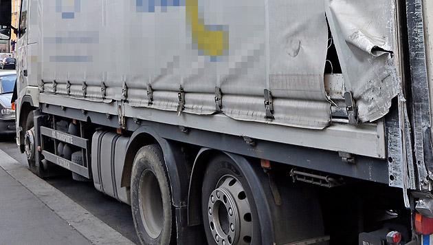 Beim Abbiegen scherte der Lkw-Fahrer mit seinem Gefährt zu weit aus. (Bild: Klemens Groh)