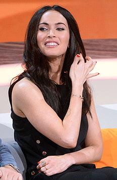 """Megan Fox beim Talk auf der """"Wetten, dass..?""""-Couch. (Bild: EPA)"""