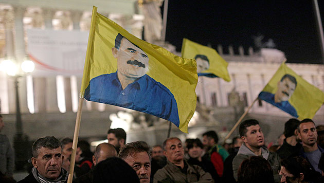 Kurden-Sympathisanten blockierten Wiener Ring (Bild: APA/Georg Hochmuth)