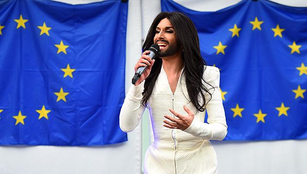 """Conchita singt in Brüssel ihren Hit """"Rise Like a Phoenix"""". (Bild: AFP)"""