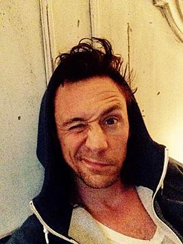 """Auch """"Thor""""-Star Tom Hiddleston scheint kein Morgenmensch zu sein. (Bild: twitter.com/twhiddleston)"""