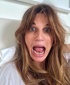 Verwuschelt und mit verwischtem Make-up zeigt sich Hugh Grants Ex Jemima Khan nach dem Aufwachen. (Bild: twitter.com/Jemima_Khan)