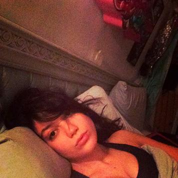 "Model Daisy Lowe stellte dieses ""WakeUpCall""-Selfie auf Twitter. (Bild: twitter.com/daisylowe)"