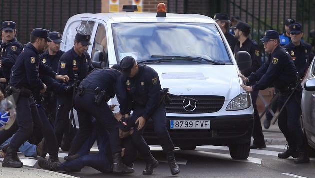 Spanien: Hund von Ebola-Patientin eingeschläfert (Bild: APA/EPA/BORJA GARCIA)