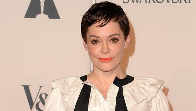 Mittleweile wirkt die Mimik der Schauspielerin verzerrt und fratzenhaft. (Bild: AFP)