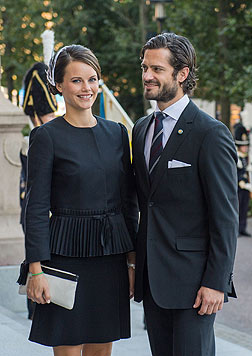 Sofia Hellqvist und Prinz Carl Philip besuchen die Eröffnung des schwedischen Parlaments. (Bild: AFP)