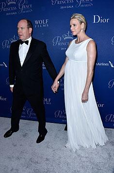 Fürst Albert und Charlene - sie zeigt ihre royalen Rundungen. (Bild: AFP)