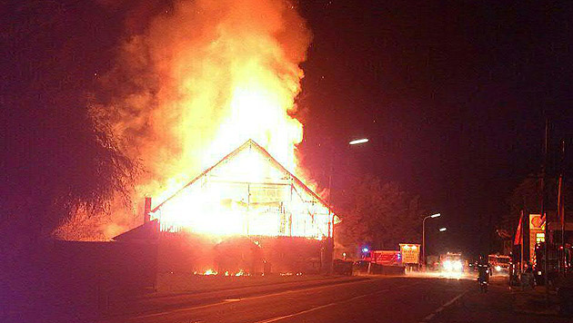 Da die Disco beim Brandausbruch glücklicherweise nicht geöffnet hatte, gab es keine Verletzten. (Bild: APA/FF BAD GOISERN)
