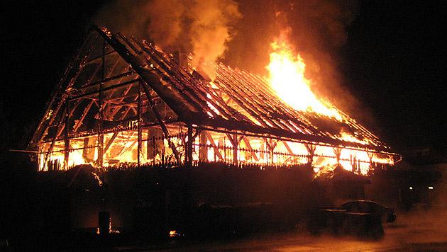 Großbrand in Diskothek hielt Feuerwehren in Atem (Bild: FF St. Agatha)