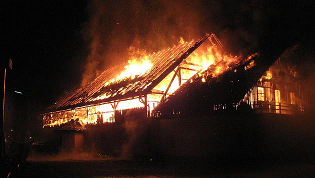 Vergessener Scheinwerfer als Brandauslöser (Bild: FF St. Agatha)
