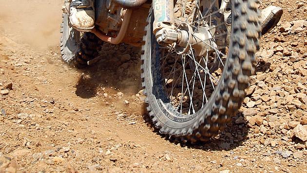 Zuschauer (40) bei Rennen von Motorrad getroffen (Bild: APA/Georg Hochmuth (Symbolbild))