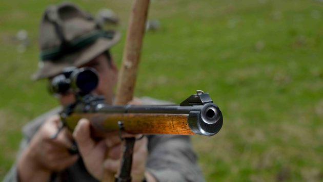 Bei Sturz Schuss aus Flinte gelöst - Jäger tot (Bild: APA/Barbara Gindl (Symbolbild))