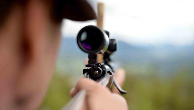 Gewehrkugel schlug neben Frau in Kinderzimmer ein (Bild: APA/BARBARA GINDL (Symbolbild))