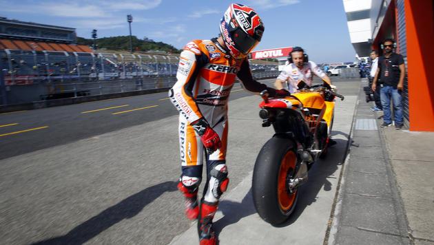Irre! Marquez springt bei 260 km/h vom Motorrad (Bild: AP)