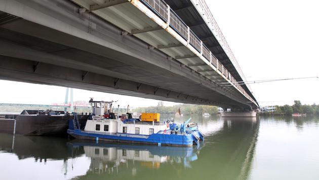 Die Brücke wurde nicht stark beschädigt. (Bild: ANDI SCHIEL)