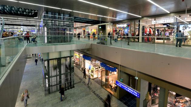 Über zwei Ebenen erstreckt sich das Einkaufszentrum am Wiener Hauptbahnhof. (Bild: APA/ROLAND SCHLAGER)