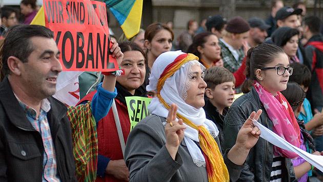 Solidarität mit Kobane: Kurden zogen durch Wien (Bild: APA/Hans Punz)