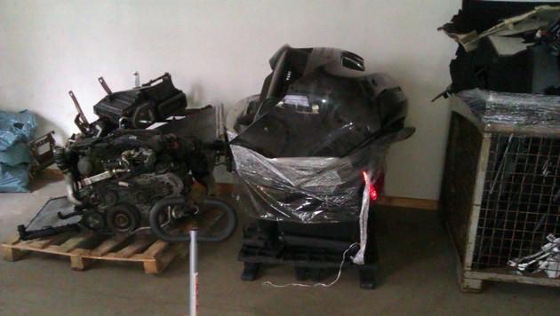 Rund 300 Kfz-Teile wurden von der Polizei sichergestellt. (Bild: LPD Steiermark)