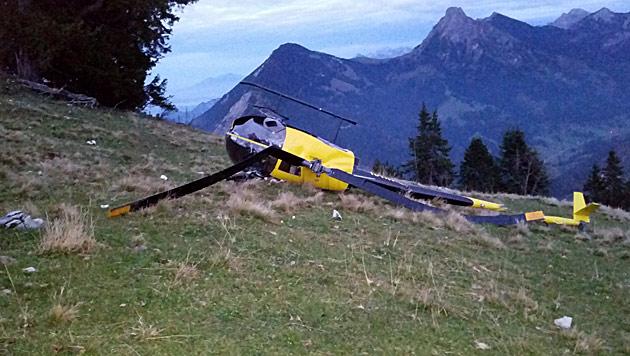 Hubschrauber überschlägt sich: Fluggast verletzt (Bild: APA/CHRISTIAN BRUNNLECHNER)