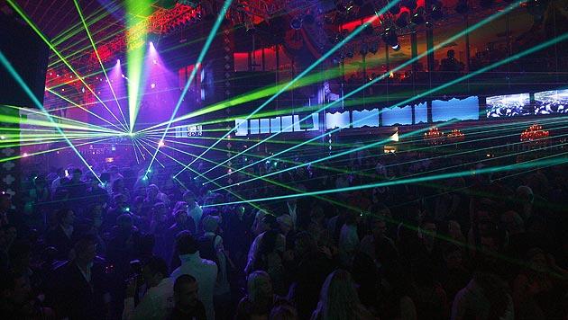 """Rund 1.600 Partygäste mussten aus dem """"Prater Dome"""" in Sicherheit gebracht werden. (Bild: APA/HERBERT P. OCZERET (Symbolbild))"""